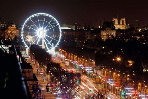 The enchantment of the Christmas illuminations in Paris